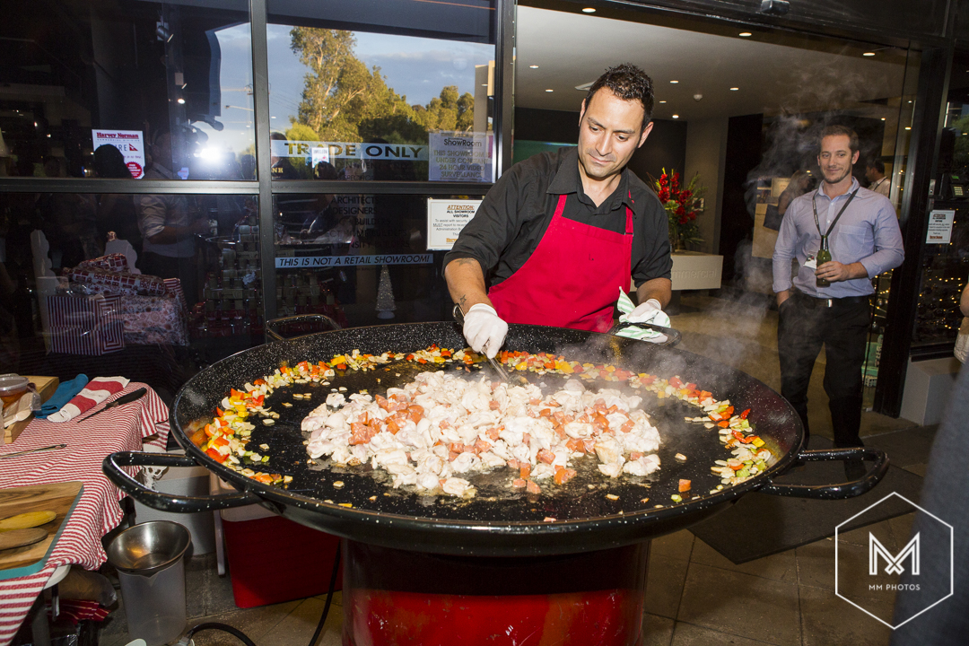 cooking-the-big-paella